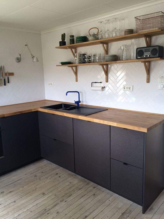 Apartment Kitchen Ideas: Elegant Bold Decor
