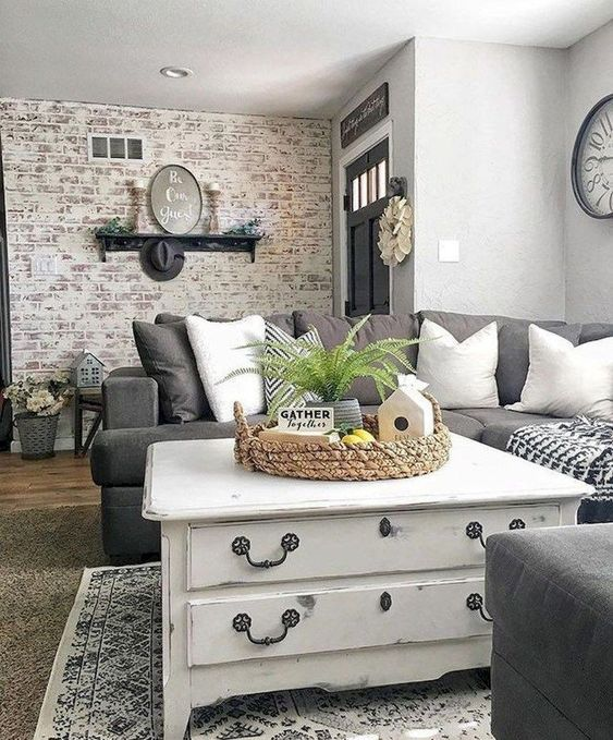 Farmhouse Living Room: Stylish Neutral Decor