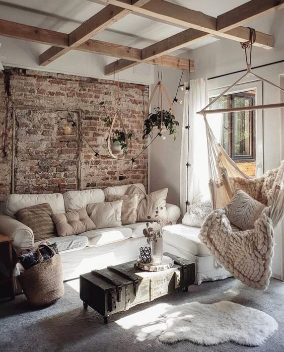 Farmhouse Living Room: Chic Fun Decor