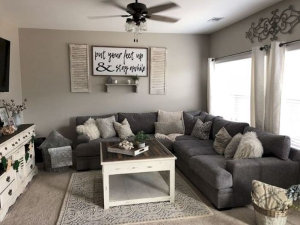 farmhouse living room feaure