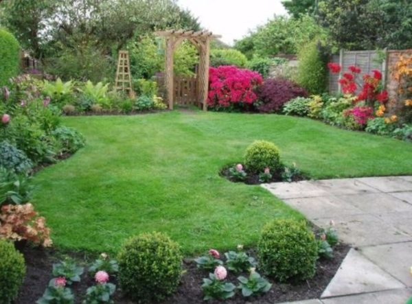 small backyard landscaping ideas feature