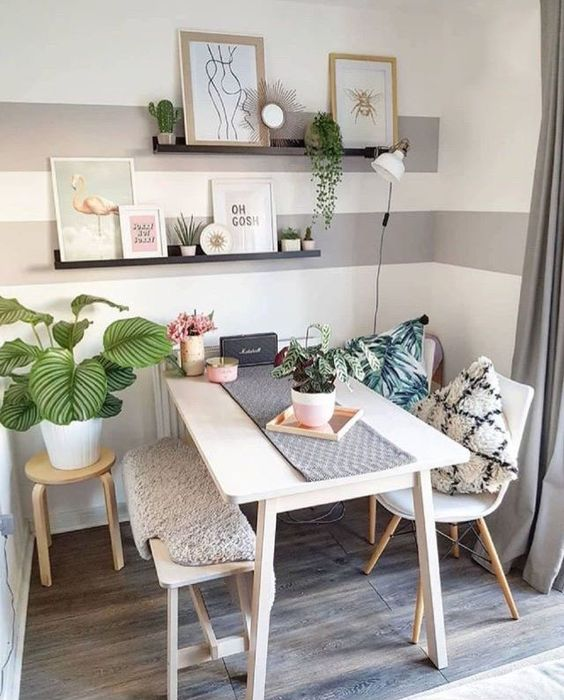 Small Dining Room: Catchy Neutral Decor