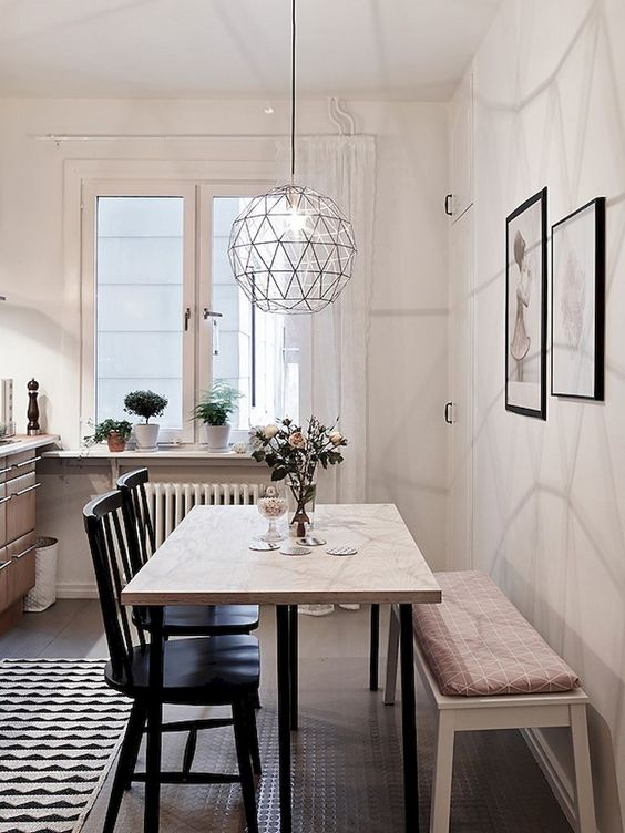 Small Dining Room: Chic Vintage Decor