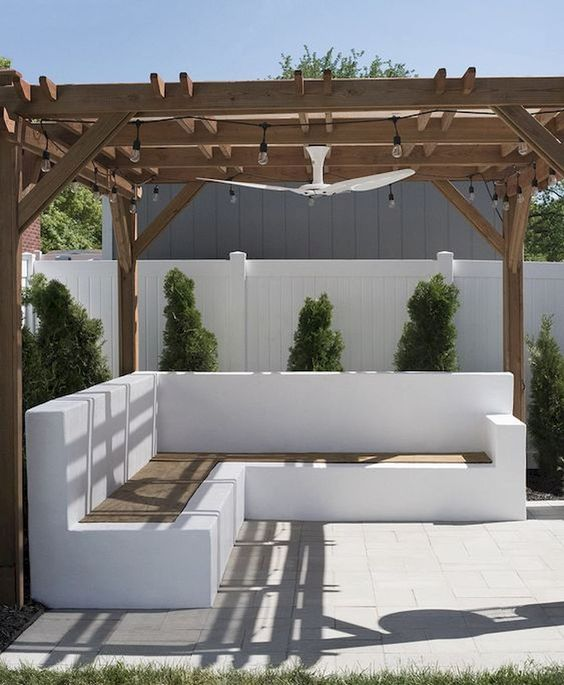 Backyard Seating Ideas: Elegant Concrete Bench