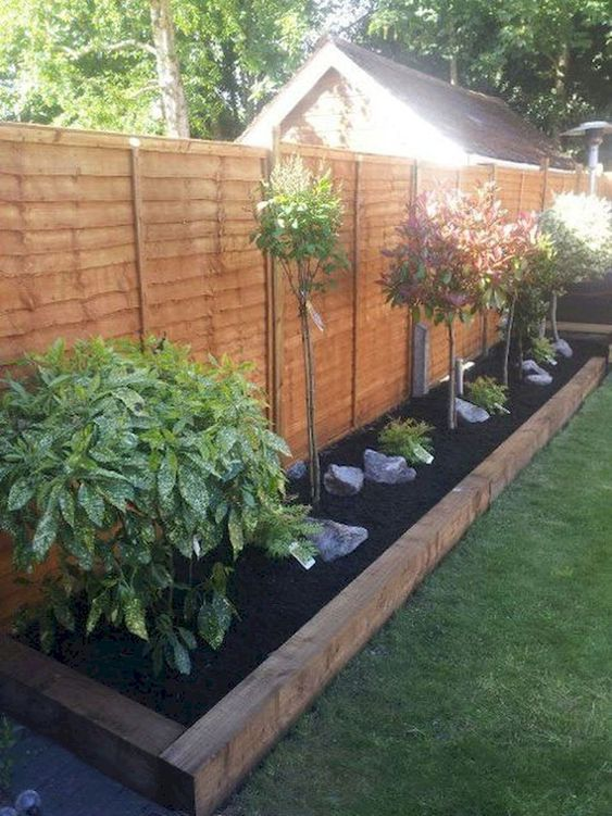Fence Landscaping Ideas: Simple Earthy Decor