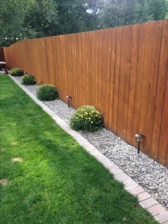 Fence Landscaping Ideas: Minimalist Natural Decor