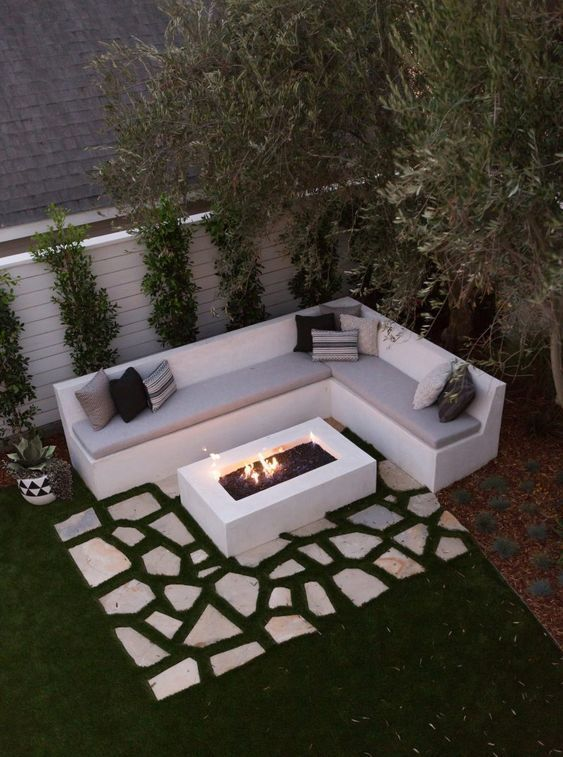 Modern Backyard Ideas: Simple Sitting Area