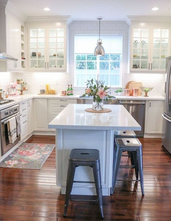Small Kitchen Island: Gorgeous All-White Design