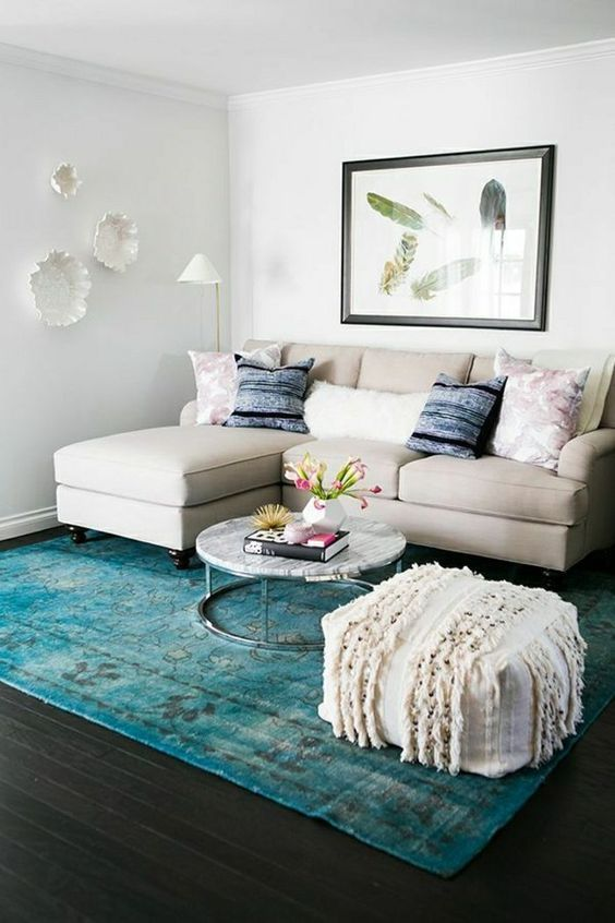 Small Living Room: Catchy Bright Decor