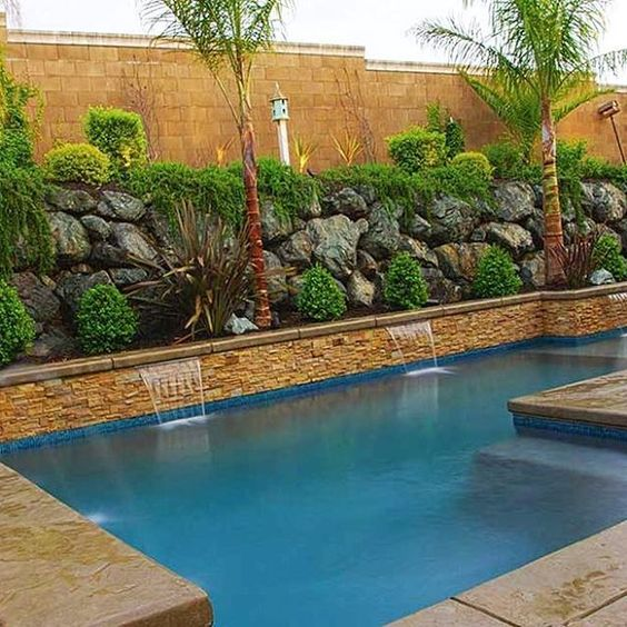 Swimming Pool Landscaping: Striking Rocky Decor