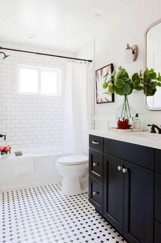 White Bathroom Ideas: Simply Stylish Decor