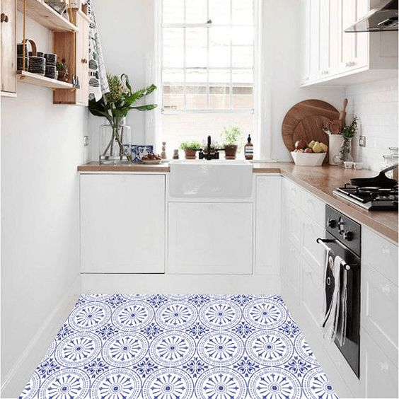 White Kitchen Ideas: Simple Catchy Decor