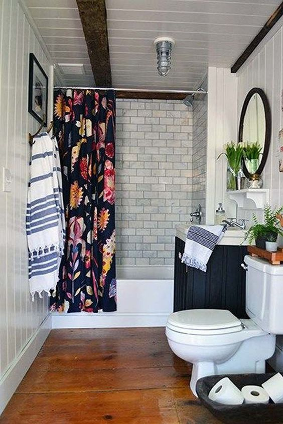 Apartment Bathroom Ideas: Attractive Bold Decor