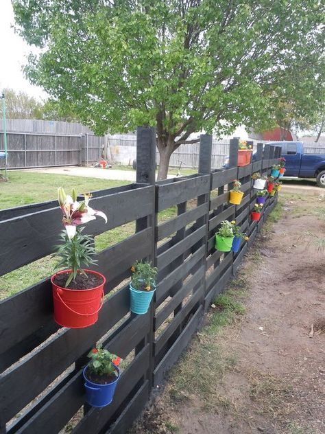 Pallet Fence Ideas: Catchy Decorative Design