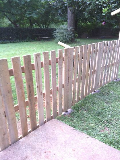 Pallet Fence Ideas: Simple Easy Design