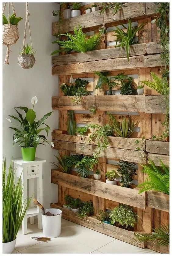 Pallet Fence Ideas: Vertical Garden Design