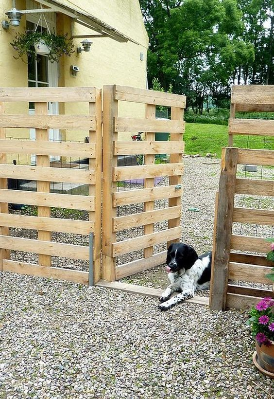 Pallet Fence Ideas: Fence and Gate Design