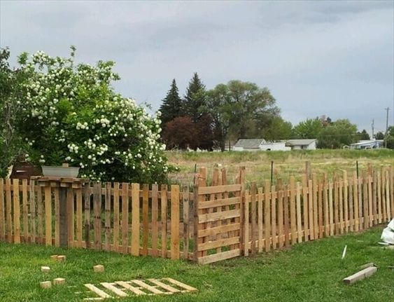 pallet fence ideas 7