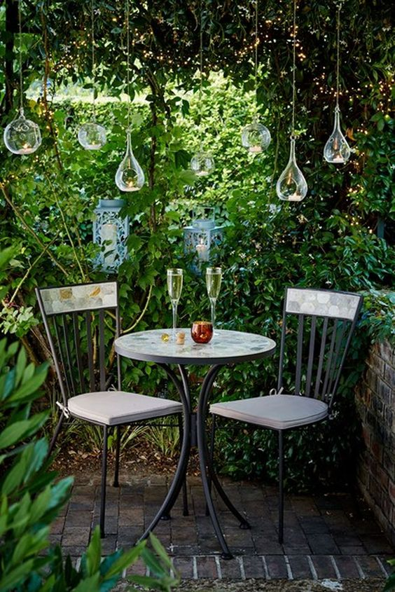 Small Backyard Ideas: Intimate Sitting Spot
