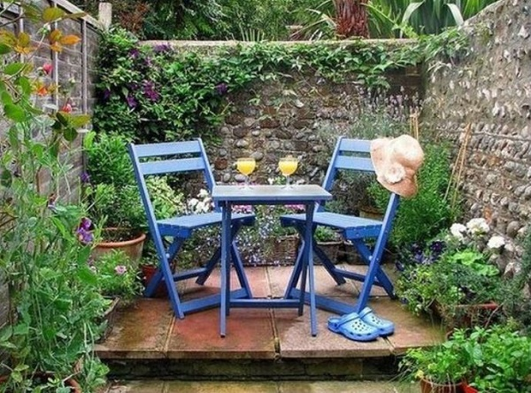 small backyard ideas feature