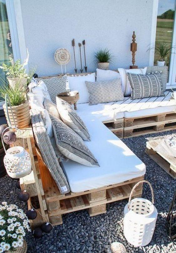 Backyard Decor Ideas: Cozy Pallet Sofa