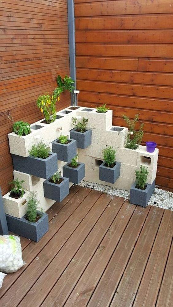 Backyard Decor Ideas: Stylish Modern Planter