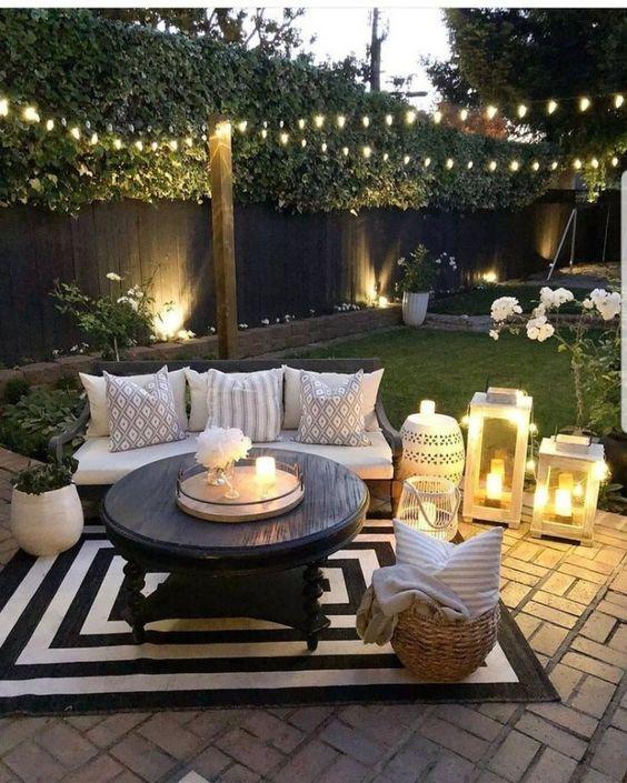 Backyard Decor Ideas: Chic Small Patio