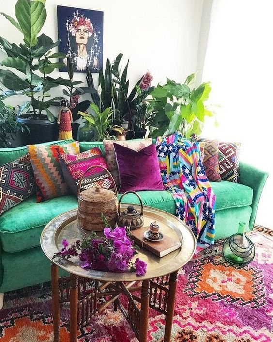 Bohemian Living Room: Catchy Colorful Decor