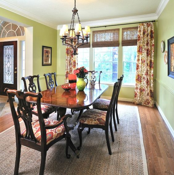 Green Dining Room Ideas: Festive Vintage Decor