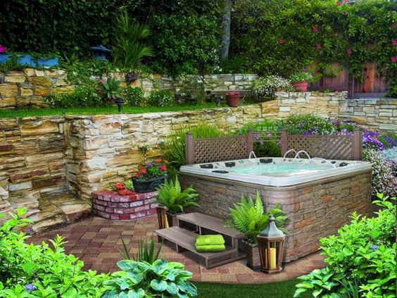 Hot Tub Landscaping: Catchy Natural Decor