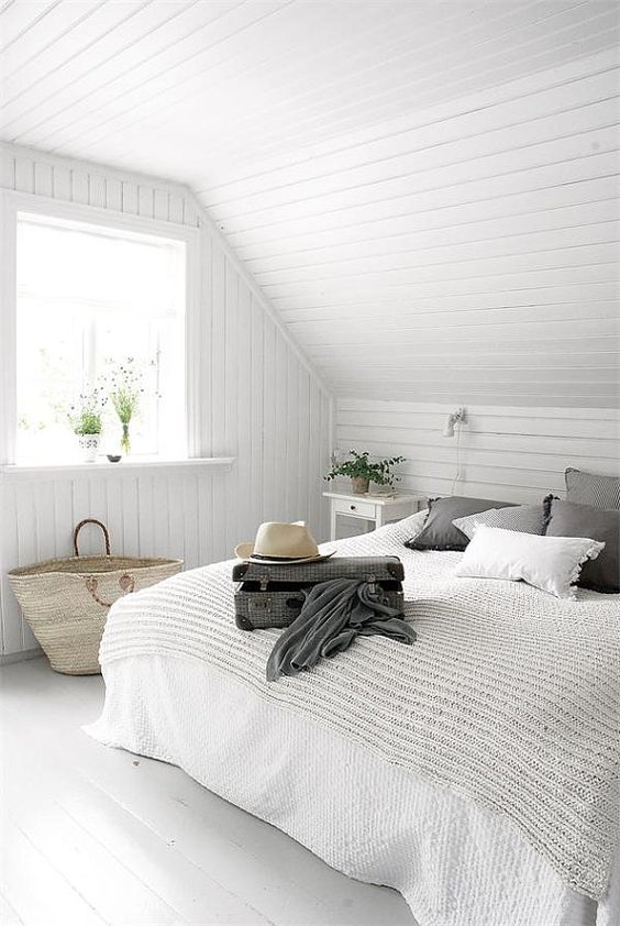 Minimalist Bedroom Ideas: Catchy Nautical Decor