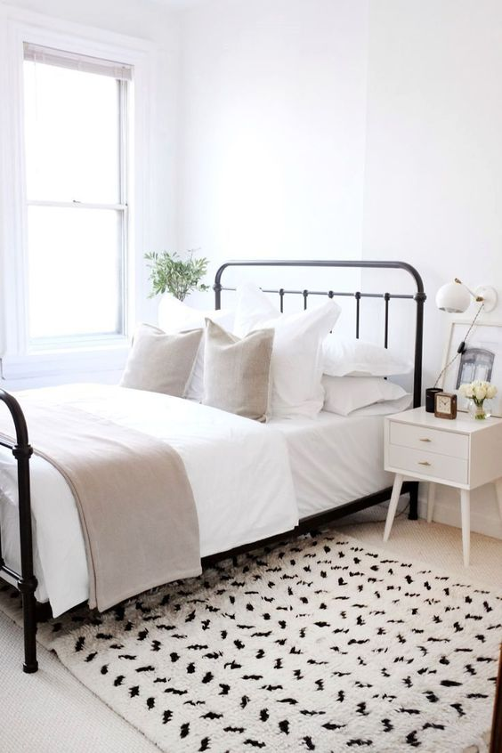 Neutral Bedroom Ideas: Gorgeous Vintage Decor