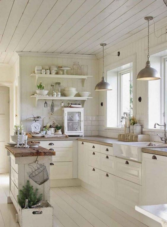 Small Kitchen Ideas: Elegant Vintage Decor