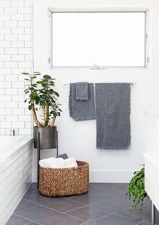Bathroom Decor Ideas: Simple Bright Decor