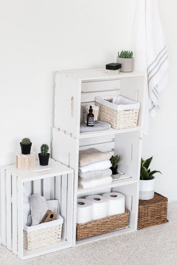 DIY Bathroom Organizations: Chic Pallet Shelves