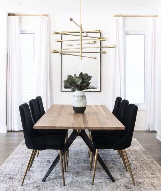 Elegant Dining Room: Simple Bold Decor