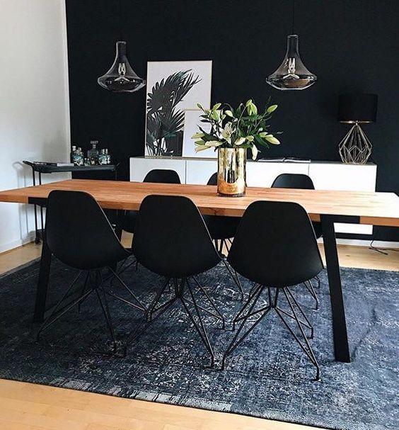 Elegant Dining Room: Stylish Monochrome Decor