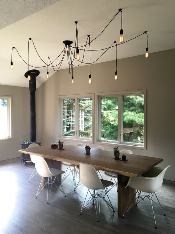 Elegant Dining Room: Simple Distinctive Decor