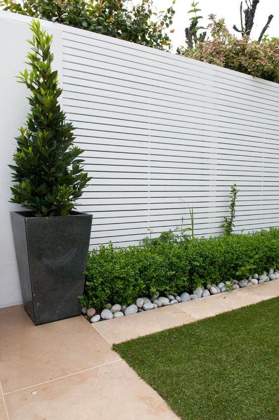 Horizontal Fence Ideas: Gorgeous White Design