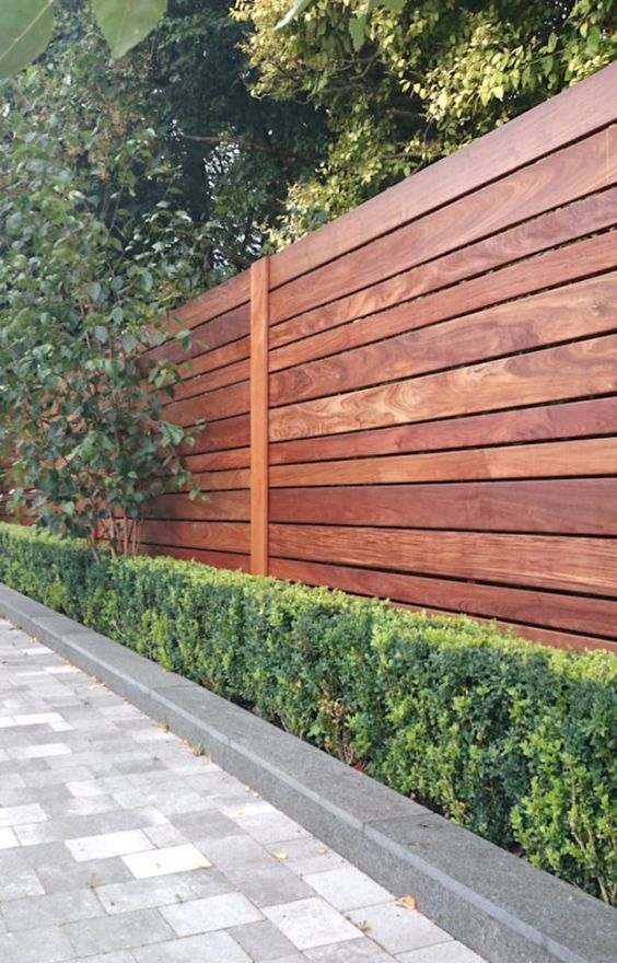 Backyard Fence Ideas: Sleek Earthy Design