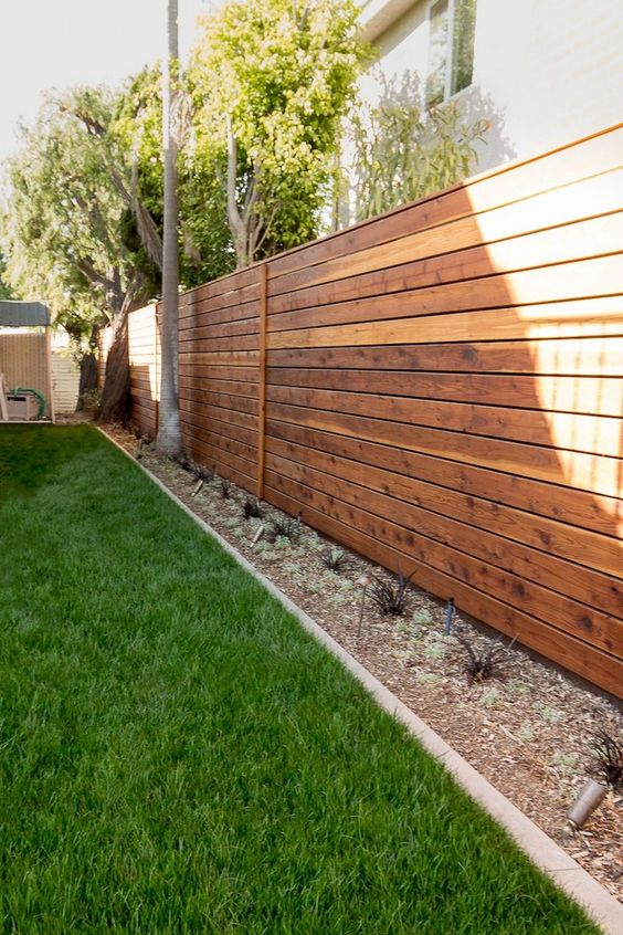 Backyard Fence Ideas 18