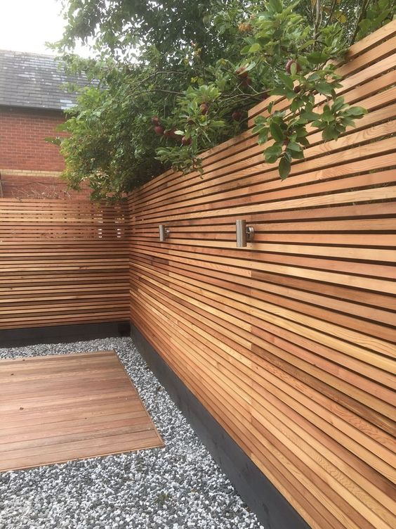 Backyard Fence Ideas 19