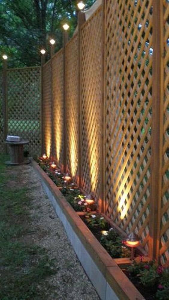 Backyard Fence Ideas: Beautiful Earthy Design