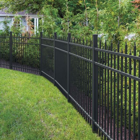 Backyard Fence Ideas: Bold Gorgeous Design