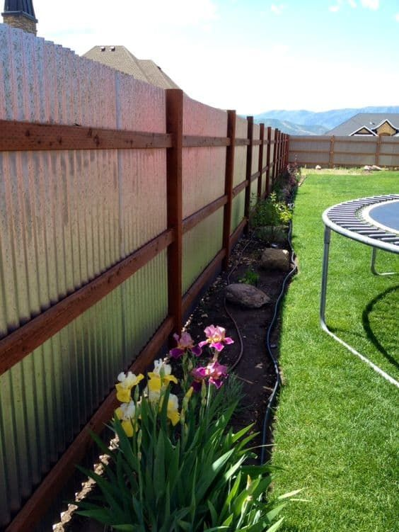 Backyard Fence Ideas: Unique Rustic Design