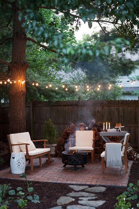 Backyard Furniture Ideas: Cozy Rustic Style