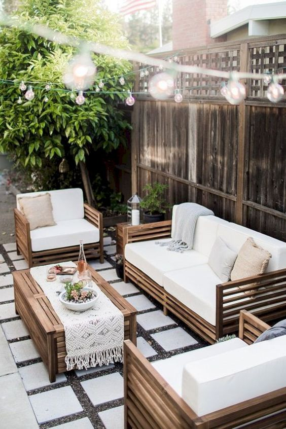 Backyard Furniture Ideas: Minimalist Earthy Decor