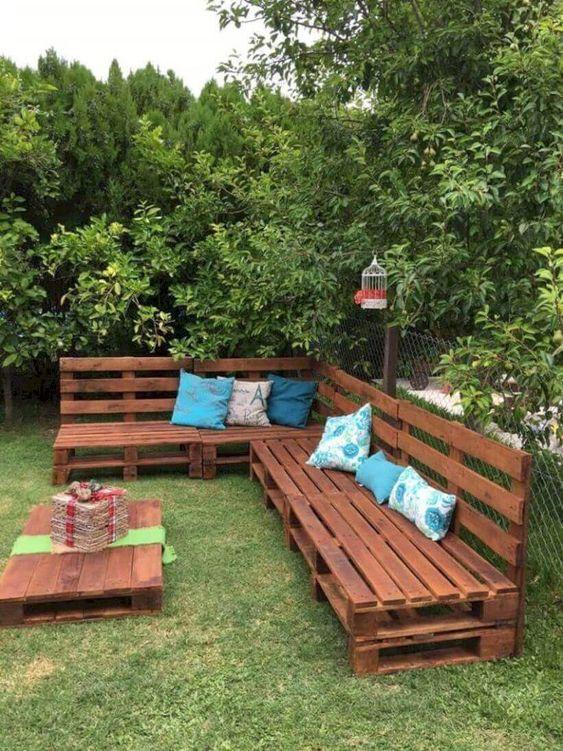 Backyard Furniture Ideas: Easy Earthy Decor