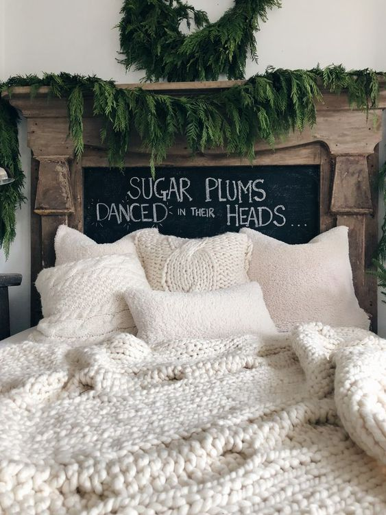 Christmas Bedroom Decor 23