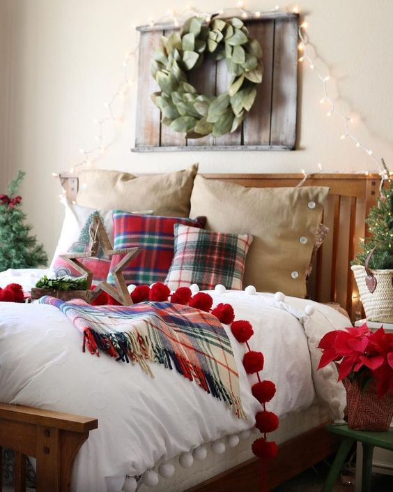 Christmas Bedroom Ideas: Chic Farmhouse Decor